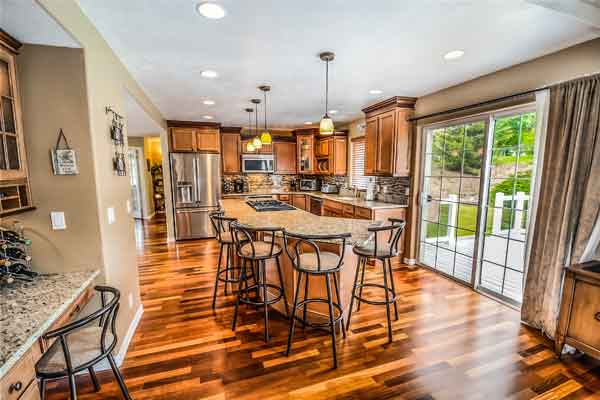 We buy houses and all residential properties in the Honolulu metro area in any condition with cash.